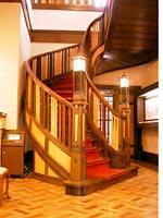 大広間の螺旋階段