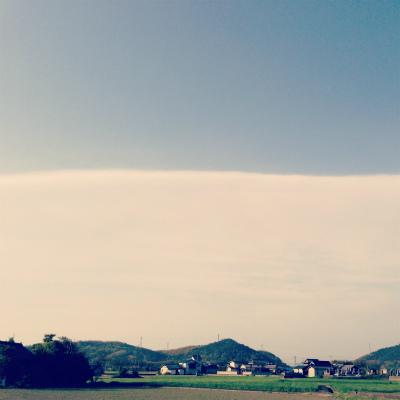 まっぷたつの雲