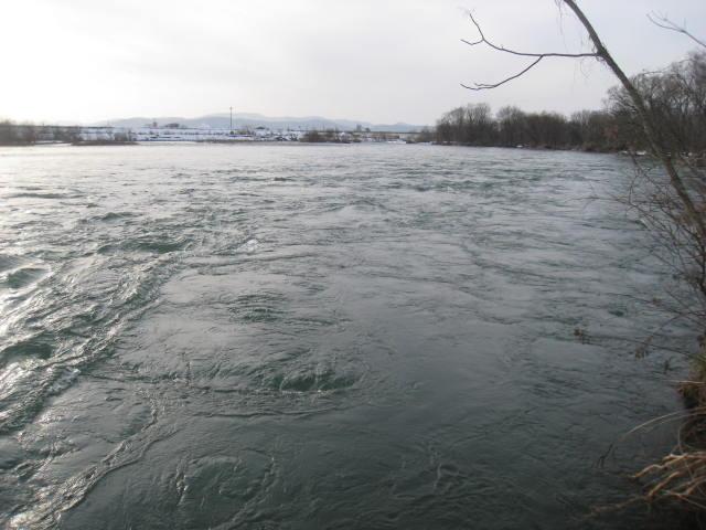 23水道管テール右岸.JPG