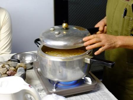 4大豆を煮る.jpg