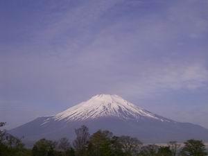 山中湖から見た富士山。でっかいなー♪左肩は宝永火口。