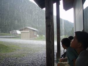 土砂降りです。