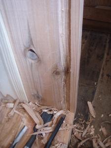 ガラス戸の溝掘り。