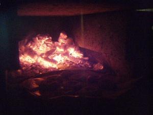 石窯を暖め中!