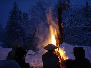 南会津町上野(うわの) さいの神。夕暮れの雪の中。炎がきれいだった。