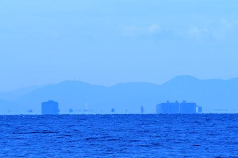 琵琶湖大橋東詰めのビル