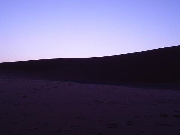 砂漠の夜明け
