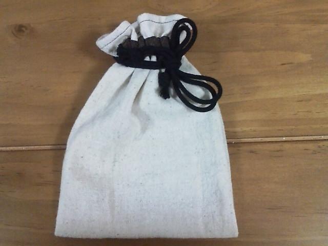 こちらのページではバイアステープを使った紐通し口の巾着の作り方をご紹介致します。
