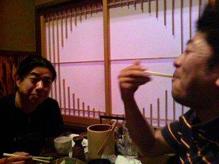 美味そうに食べる平野さん