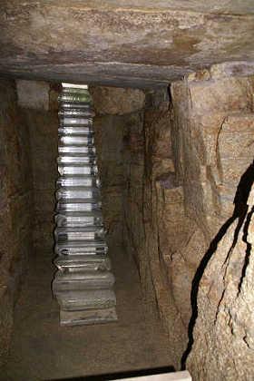 地下につながる階段