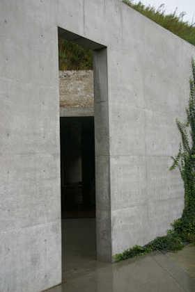 地中美術館入り口
