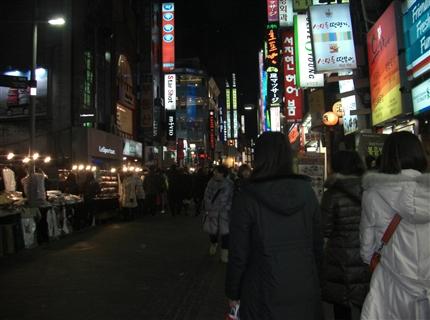 夜の明洞(ミョンドン)