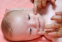赤ちゃんフェイスマッサージ