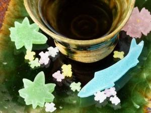 織部かけ分け濃茶碗 砂糖菓子