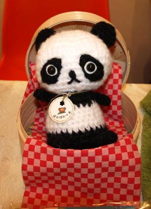 沙凪の新作、パンダのあみぐるみです。