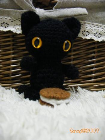 編みぐるみ・黒猫ポーズその1