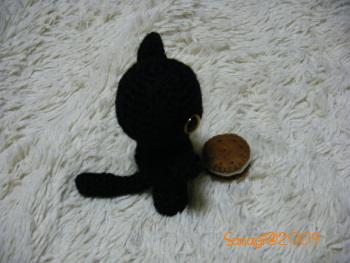 編みぐるみ・黒猫ポーズその2