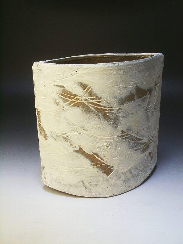 【陶器の白い花器】白化粧花器