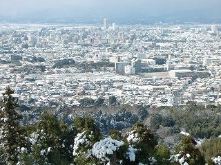 高良大社から雪の久留米市内