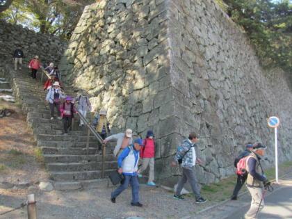 5●IMG_2480篠山城の石垣の下へ降りる0013