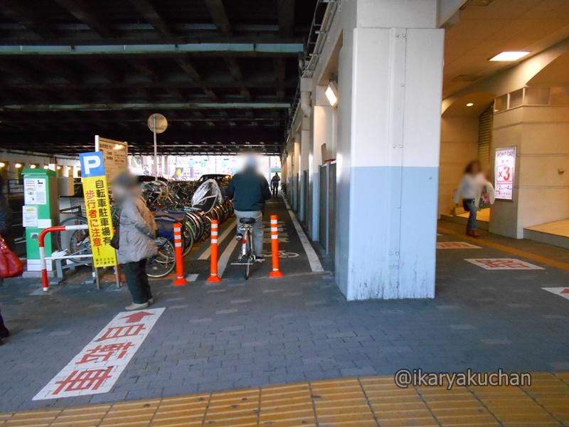 駅前12.JPG