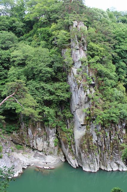 s-a IMG_9913 (53) 14.41龍角峯・天竜川の深淵に棲む龍があるとき、天に昇ったとき、その崖に突然できた「龍の化身」と伝えられている。a.jpg