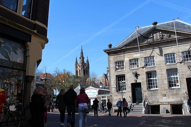 ☆IMG_6965aマルクト広場から旧教会の尖塔が見えた.jpg