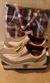 靴とキルティングトートバッグ