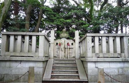 義貞公墓所