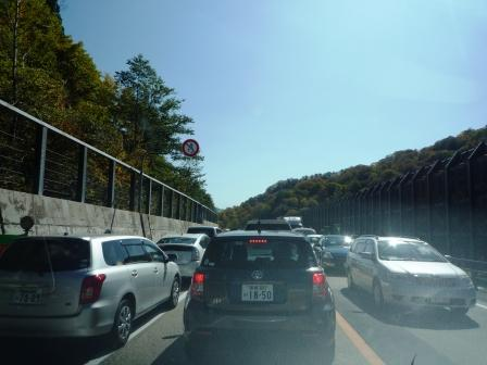 交通規制で上下渋滞