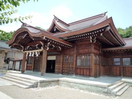 現代・拝殿前