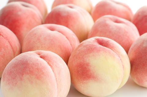 岡山県産白桃のパフェ新登場です