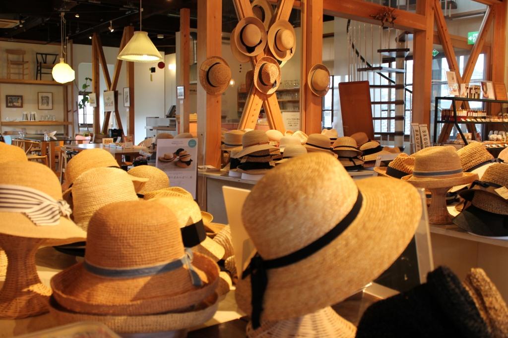 石田製帽の麦わら帽子展 始まりました!