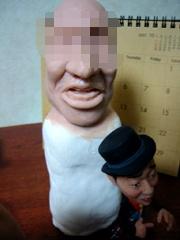大きな顔のそっくり人形