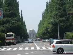 聖徳記念絵画館とCABLE CAR CAFE(南青山)