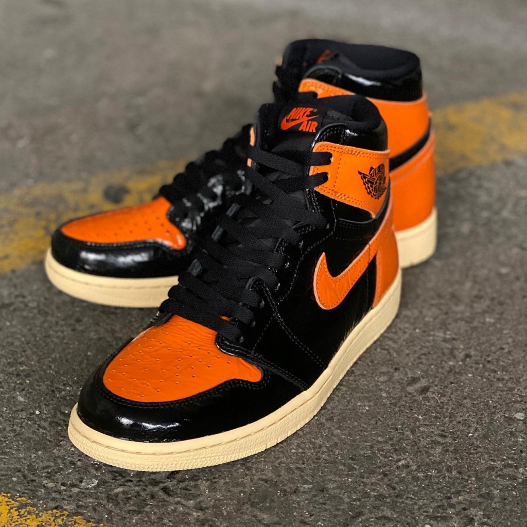 NIKE AIR JORDAN 1 RETRO HIGH OG 555088-028