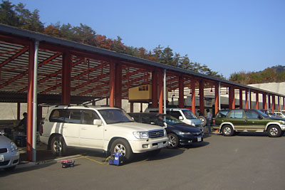県央サーキットのピット兼駐車場
