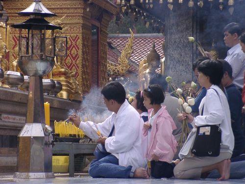 タイの参拝風景