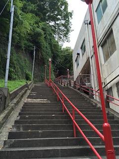 豊川稲荷の階段