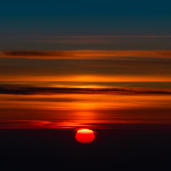 飛行機からの日の出