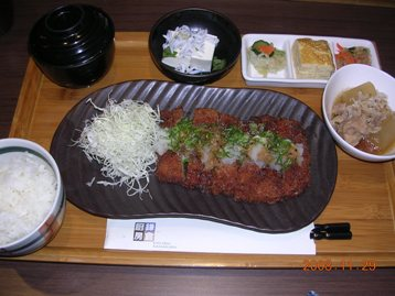 鶏カツ大根おろしソース定食
