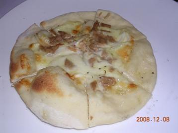 ツナと玉ねぎのピザ