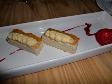マンゴークリームのケーキ