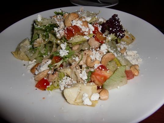 野菜とチーズとカシューナッツのサラダ