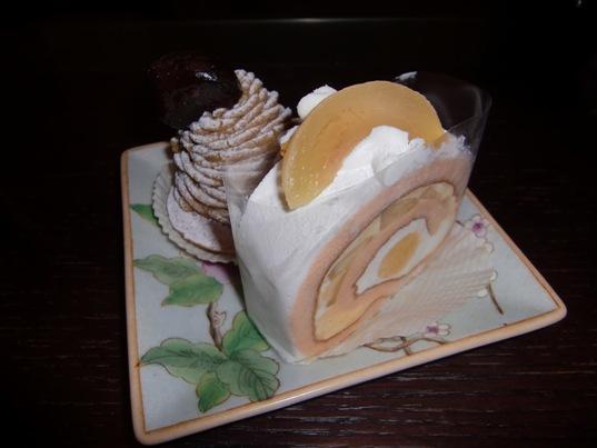 白桃のロールケーキ&モンブラン