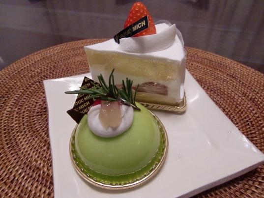 洋梨のムース&いちごのショートケーキ