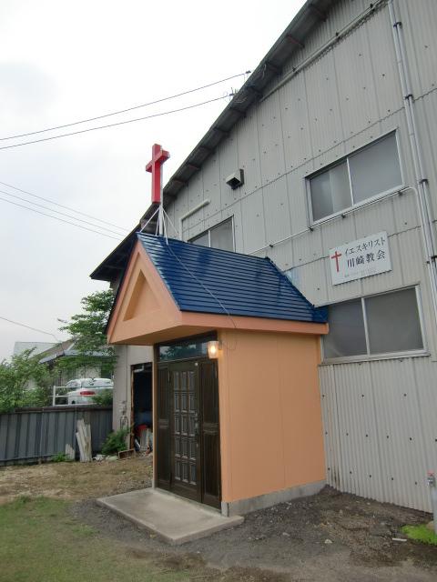 教会玄関の屋根と壁