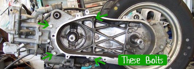 エンジンとスイングアーム締結ボルト。