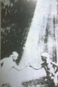 御岳山七代之瀧での松本道別翁と西原兵治会員