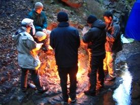 入滝後に火を焚く